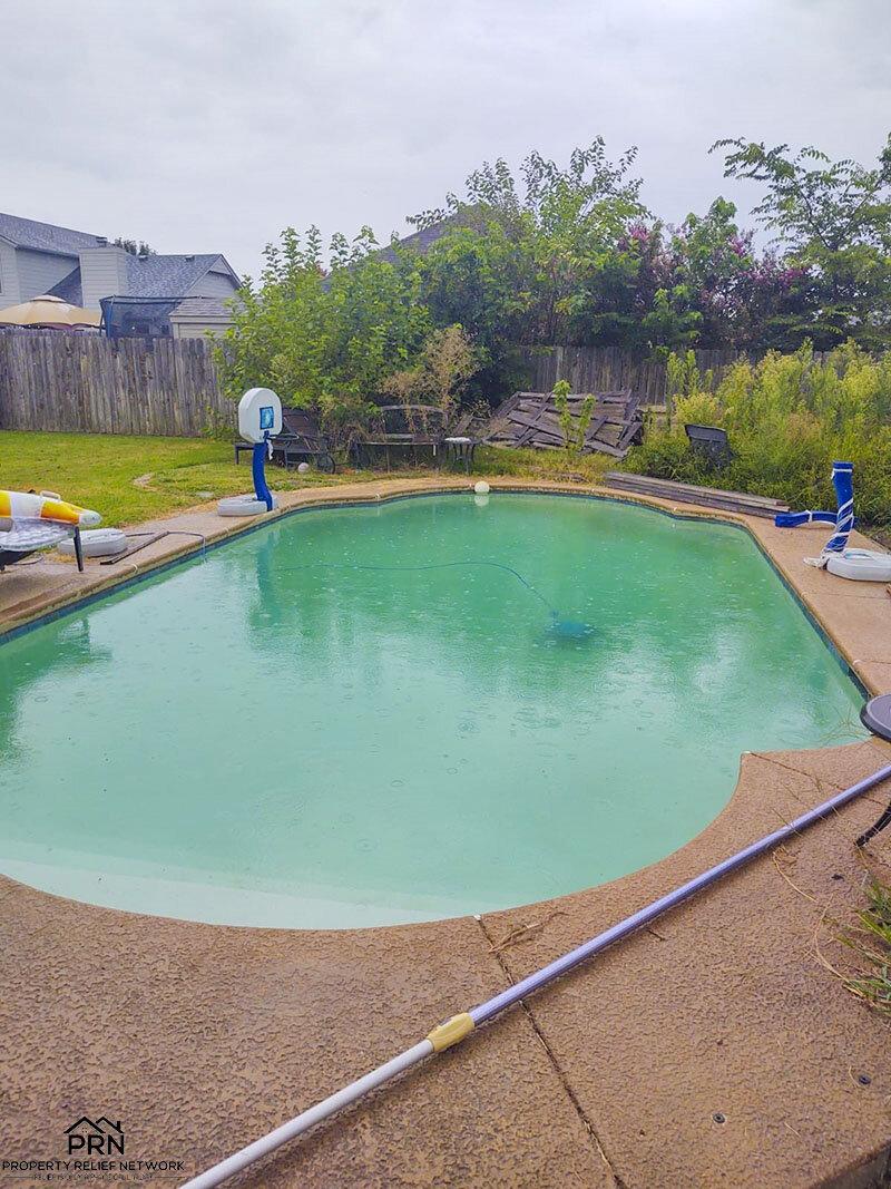 E 36th St S - pool