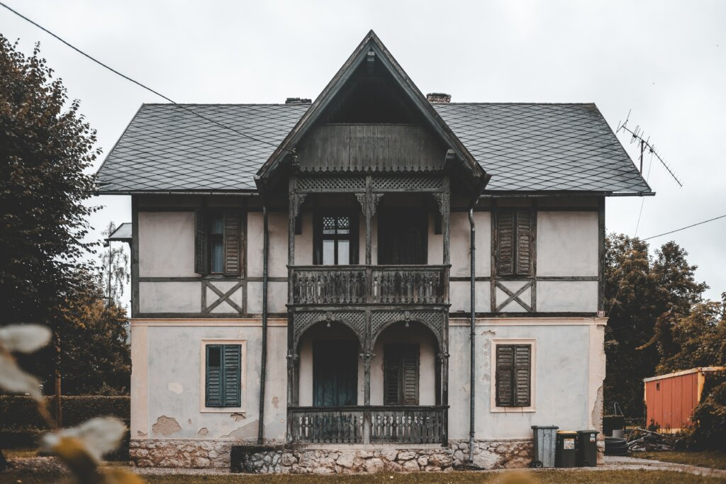 4 Things That Could Cause The Sale of Your Cincinnati or Northern Kentucky House to Fall Through - old house