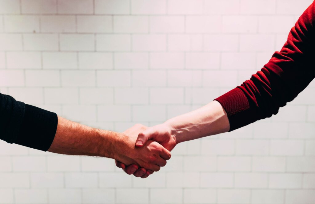 Pros and Cons of Dual Agency For Buyers and Sellers in Cincinnati or Northern Kentucky - handshake