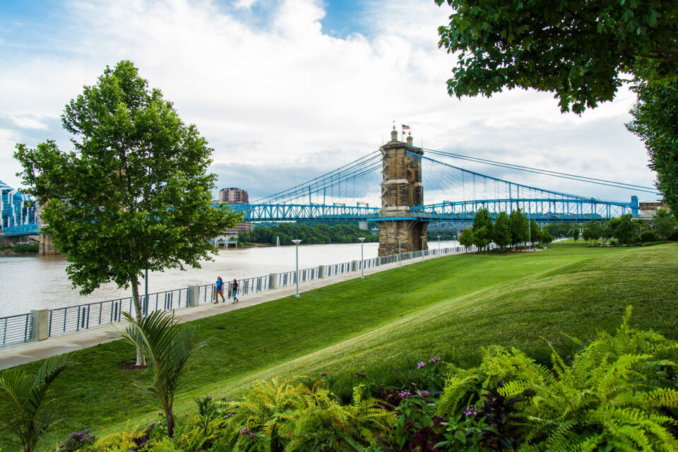 smale riverfront park walking trails - cincinnati oh