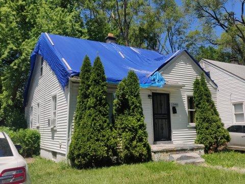 White Vinyl Type House for sale in Detroit