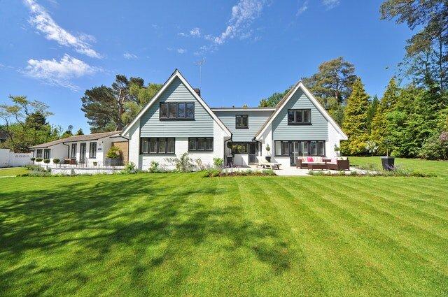 A Spartanburg South Carolina house with a big lawn