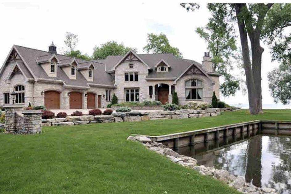 lake winnebago luxury houses