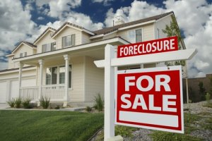 "<img src=""foreclosure.jpg"" alt=""house in foreclosure"">"