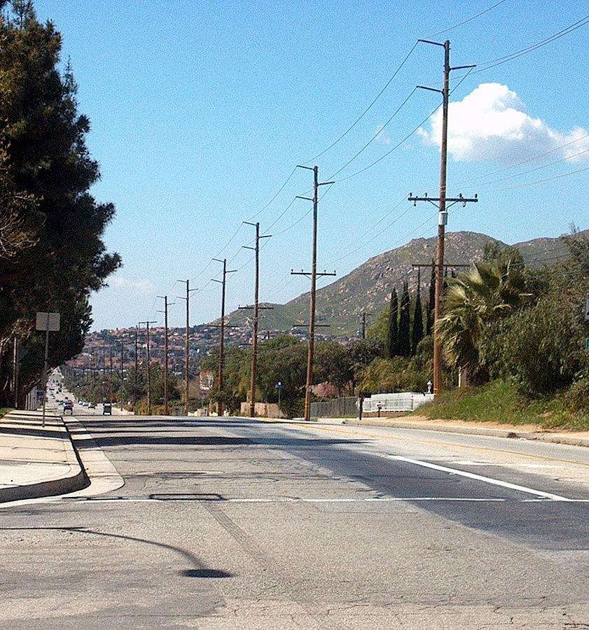a road in Moreno Valley on the we buy houses in Moreno Valley page