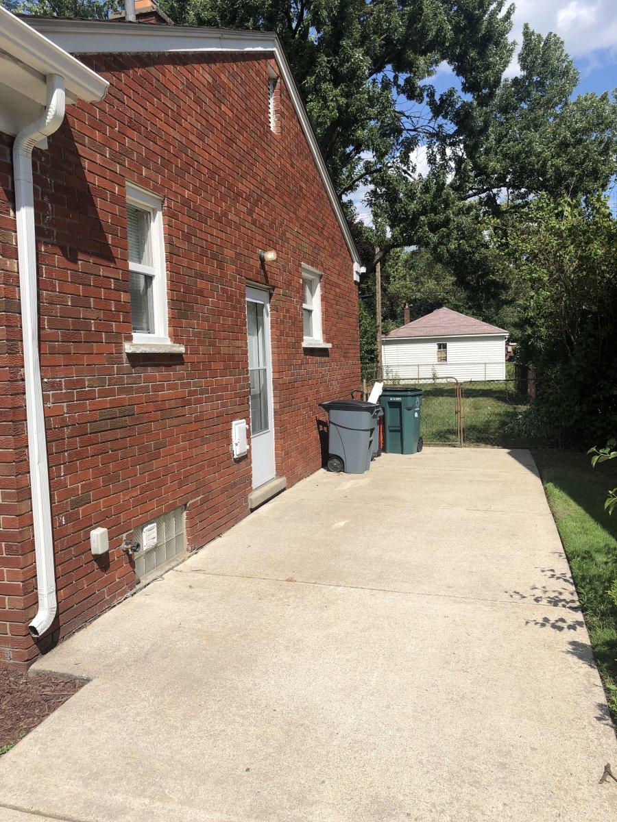 Home For Sale in Oak Park Mi