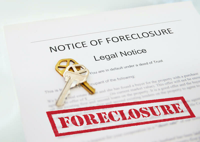 Notice of Foreclosure in Missouri document and house key