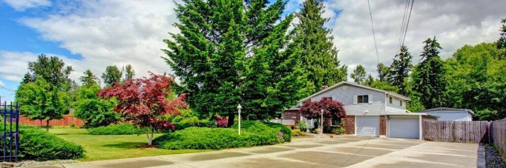 House in Everett washington surrounded by land