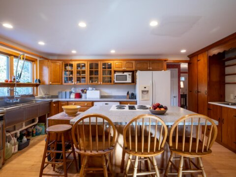 49 Old Courthouse Rd, West Tisbury