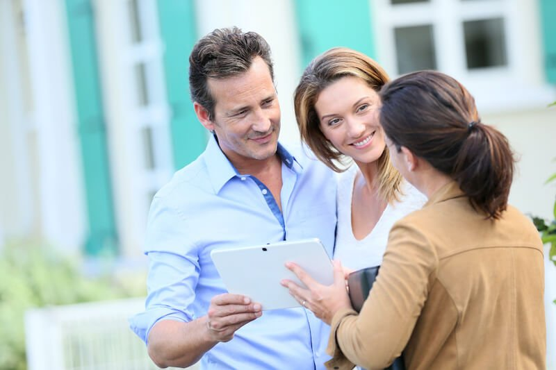 a couple talking with a cash buyer to see how to sell my house fast in houston
