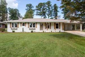 Realtor-house-listing-Holly Springs-GA