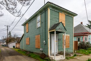We can buy your Roseburg house in any condition! Contact us today!