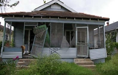 Tips To Sell Your House in Council Bluffs or Omaha When The Property Next Door in An Eyesore