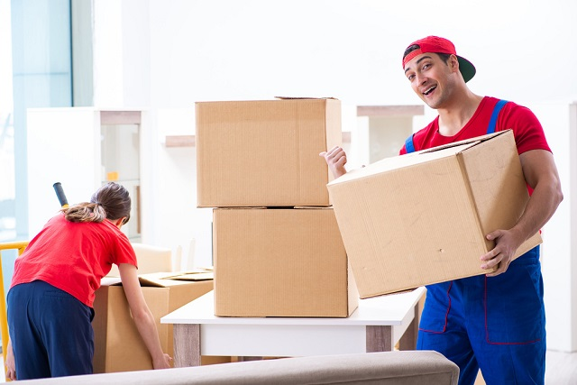 Pros and Cons of Hiring Movers in Omaha And Council Bluffs