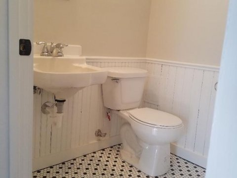 308ANRoyalSt-Bathroom