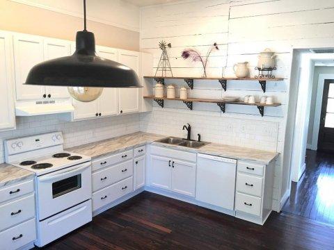 308ANRoyalSt-Kitchen