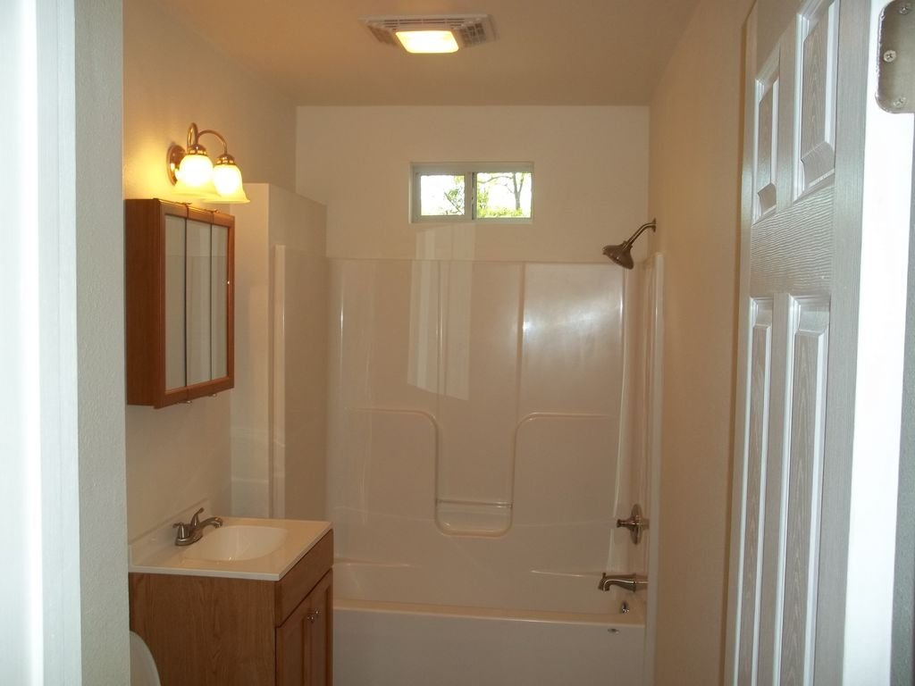 610SDivision-Bathroom