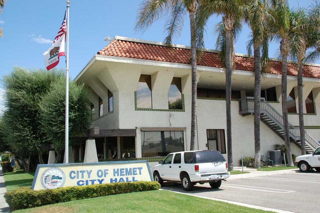 We buy ugly houses in Hemet and all areas of Riverside County and San Bernardino County.  Cash home buyers in Hemet.