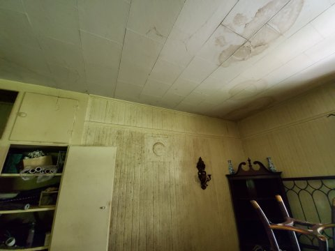 Cheap Rehab Home Interior Ceiling