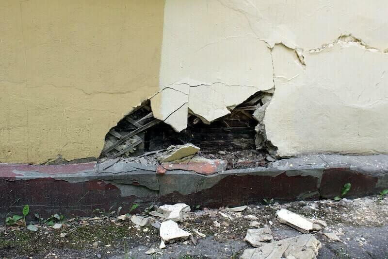 house with damaged foundation