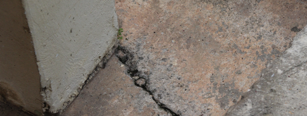 slab crack in houston. Dealing with the foundation before selling