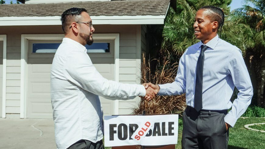 A man selling his house to a local investor