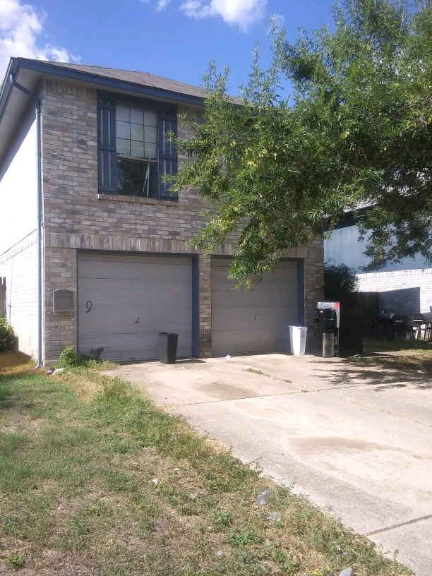 11407 Bald Mountain Dr - Wholesale Deal in San Antonio, TX