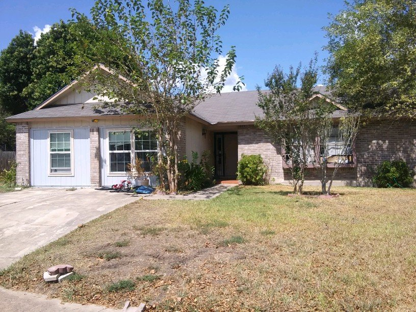 11435 Red Feather Ln - Wholesale Deal in San Antonio, TX