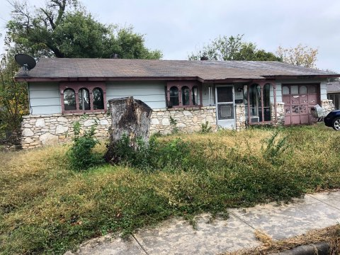 102 Dartmoor Dr - Wholesale Deal in San Antonio, TX
