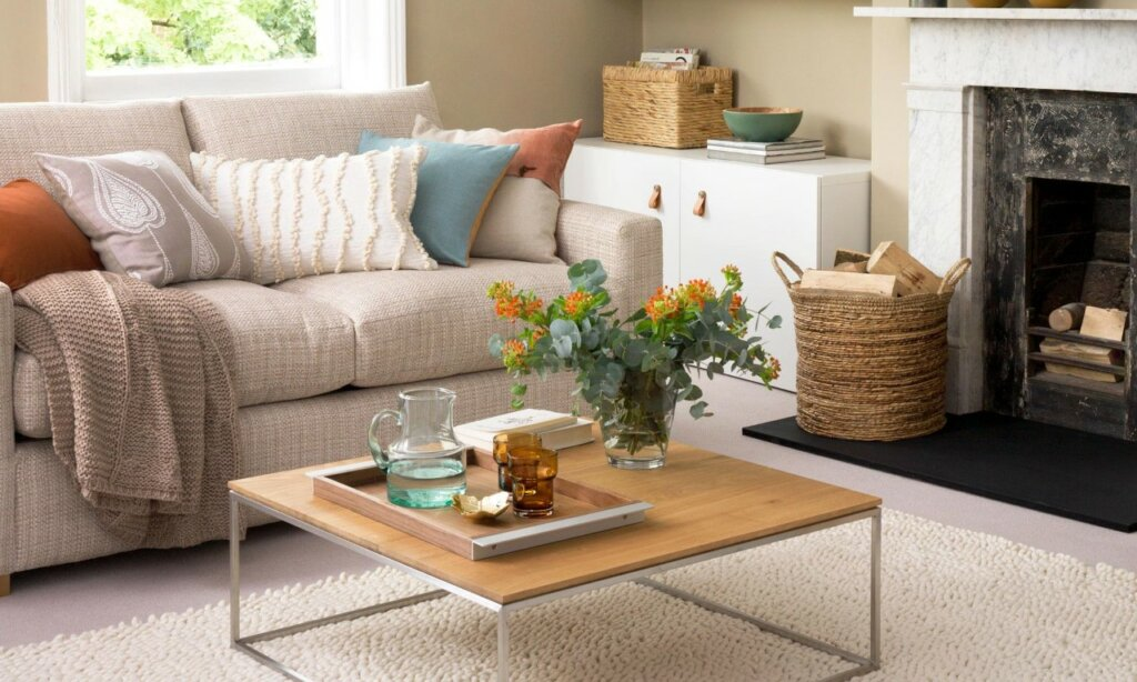 Neutral living room that's helping sellers with selling their houses