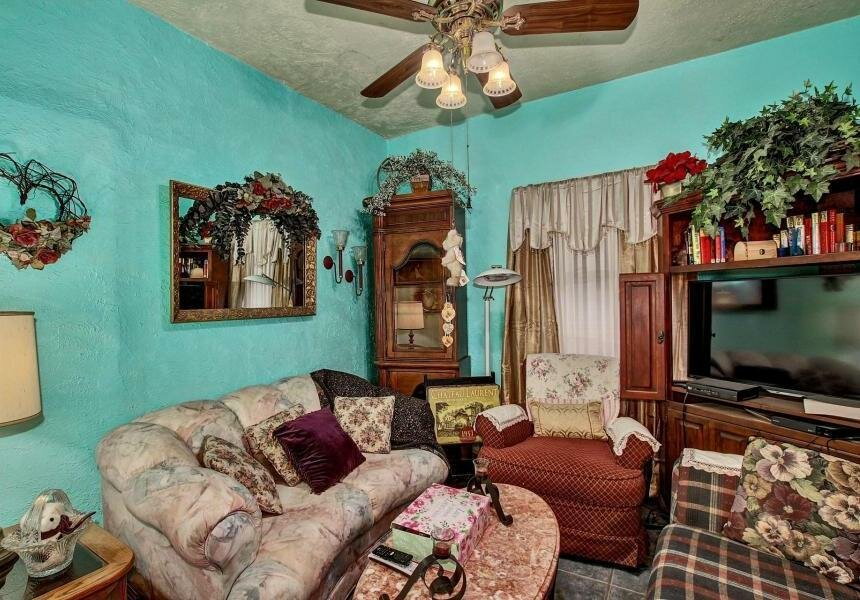 virtual tour of cluttered room in greenville nc