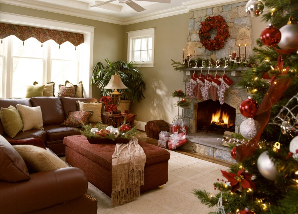use a professional interior designer to help you sell your house during the holidays!