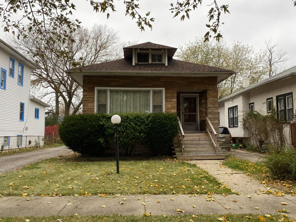 Sell my house fast because we buy homes in Schiller Park, IL.