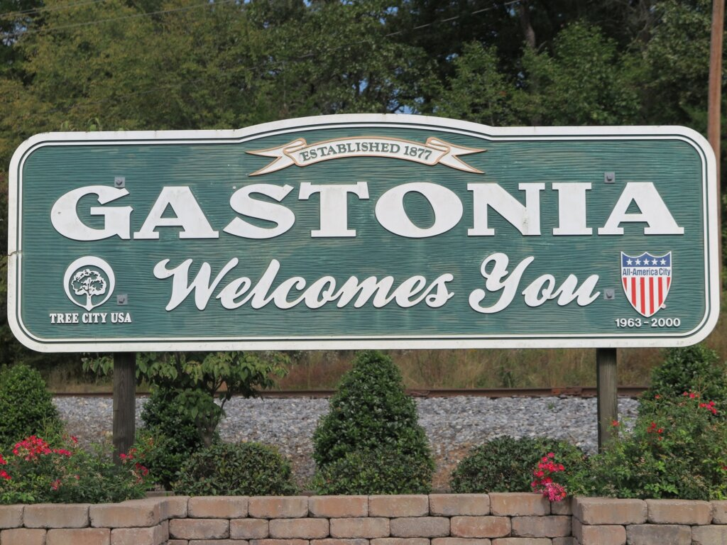 We buy houses in Gastonia NC picture of welcome to town sign.