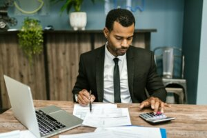Pros and Cons of hiring a Real Estate Agent