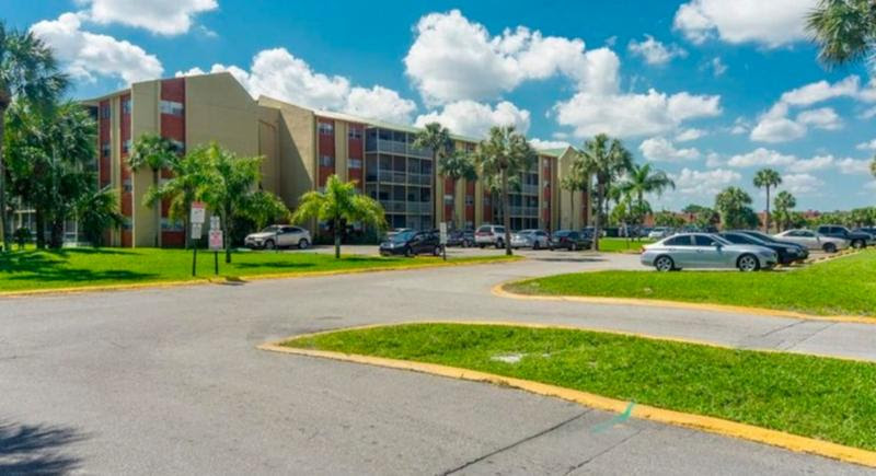 3600 NW 21st St #309 Lauderdale Lakes, FL 33311