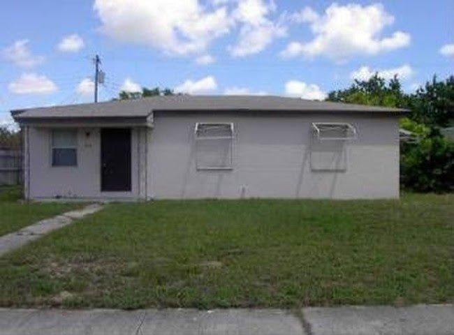 346 W 15th St Riviera Beach, FL 33404