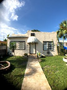 416 Pilgrim Rd West Palm Beach, FL 33405