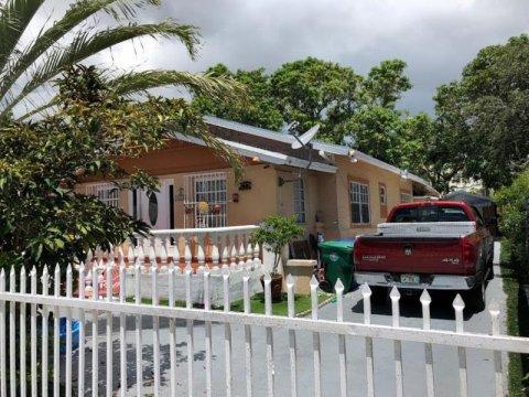 1635 SW 13th St Miami, FL 33145