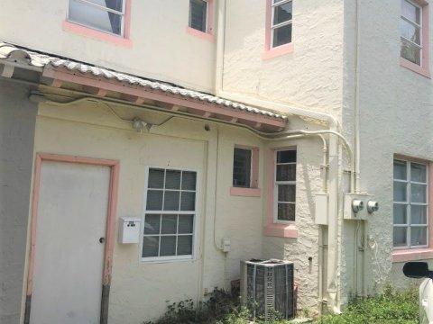 335 W 28th St Miami Beach, FL 33140