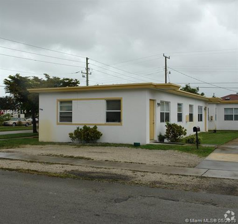 2300 Douglas St Hollywood, FL 33020