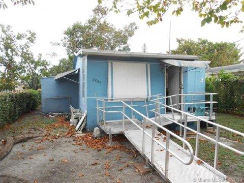 3051 NW 59TH ST, MIAMI, FL 33142