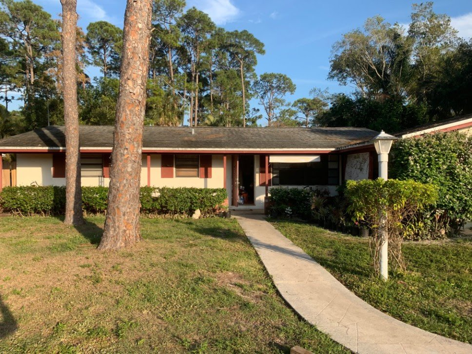 464 Forest Estate Dr West Palm Beach, FL 33415