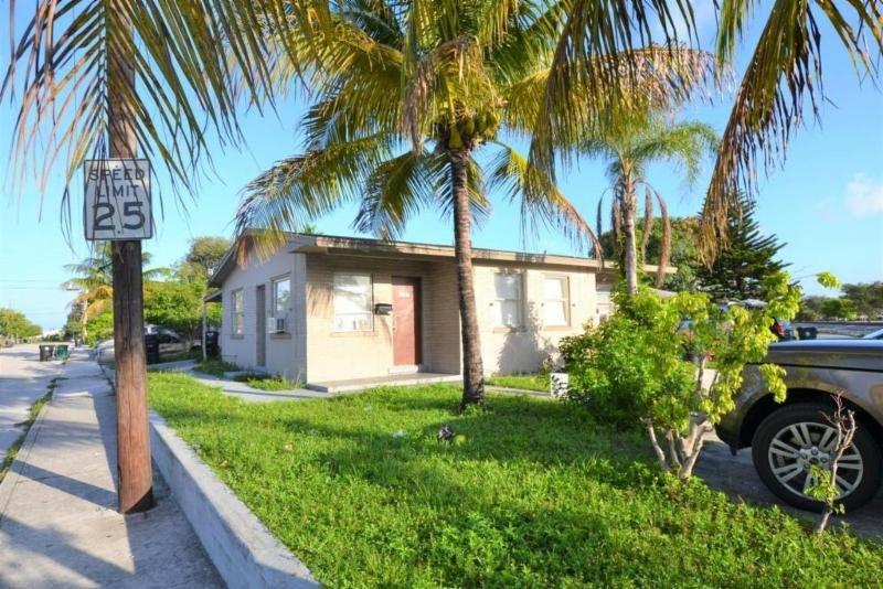 606 15th Ave S Lake Worth, FL 33460