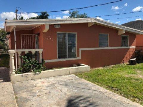 1529 NW 67th St Miami, FL 33147