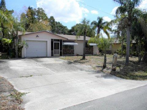 2216 SW 1st St Boynton Beach, FL 33435