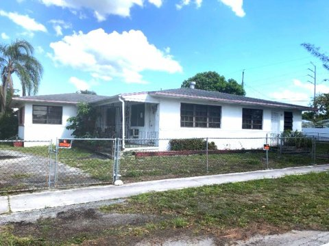 500 NE 136th St North Miami, FL 33161