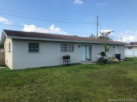 11915 SW 215th St Miami, FL 33177