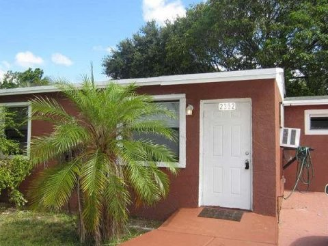 2352 NW 13th Ct Fort Lauderdale, FL 33311