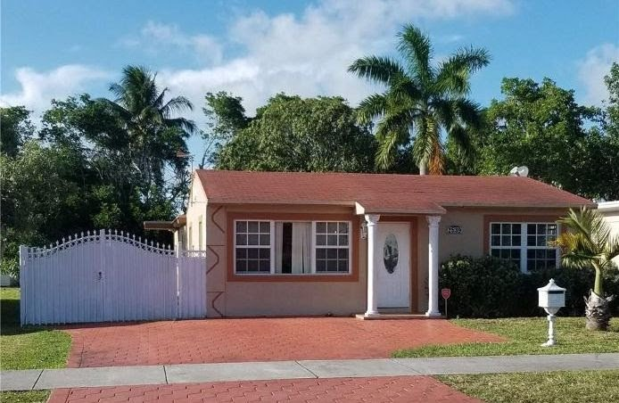 2539 McKinley St Hollywood, FL 33020